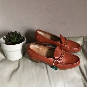 Clarks Shoe Hand Sewn Heeled Moccasin Size 8 new